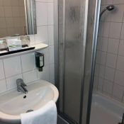 Hotel Plaza Inn in Hannover, Dusche